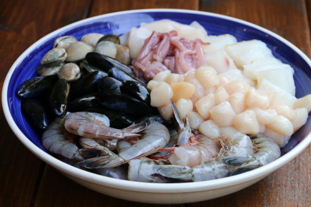将海鲜混合以备意大利面或tallarines