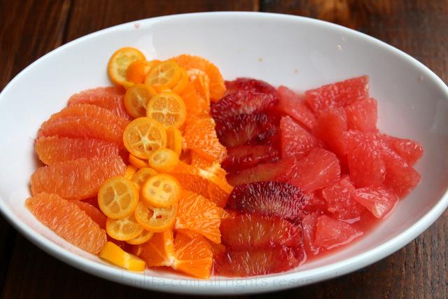 酱的柑橘水果段和片