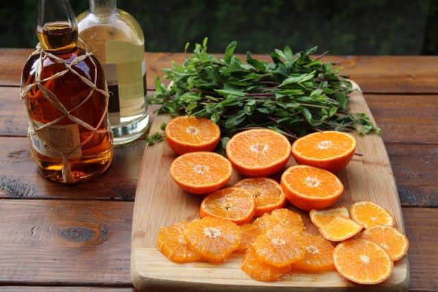 莫希托的橘子、薄荷叶和朗姆酒