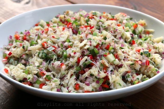 蟹沙拉可以提前制作并冷藏直到准备使用