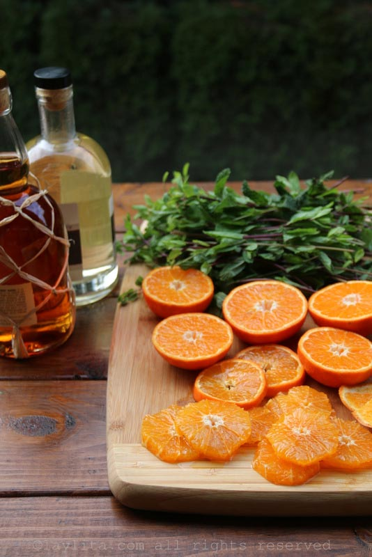 做蜜桔或橘子莫希托