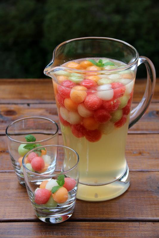 桑格利亚白酒配甜瓜和莫斯卡托葡萄酒