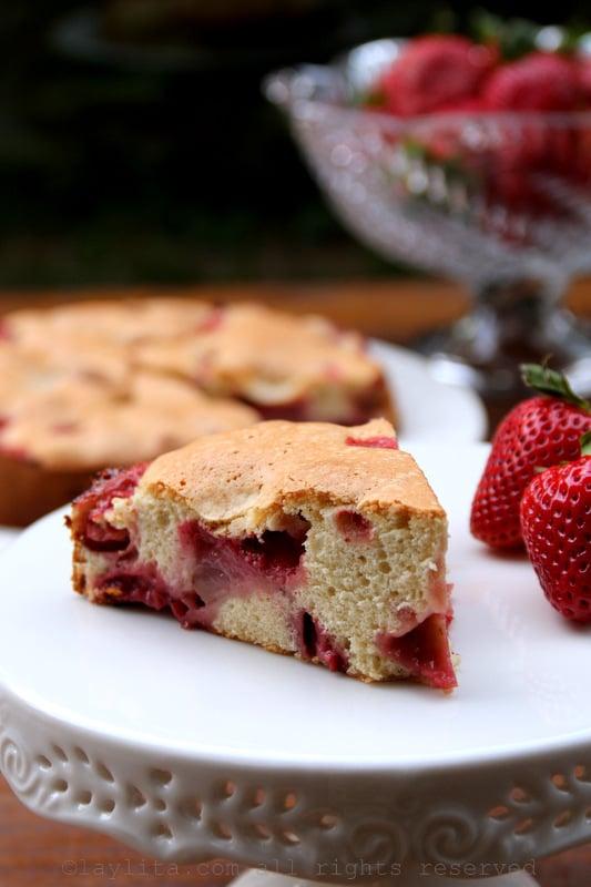 四种成分的草莓蛋糕