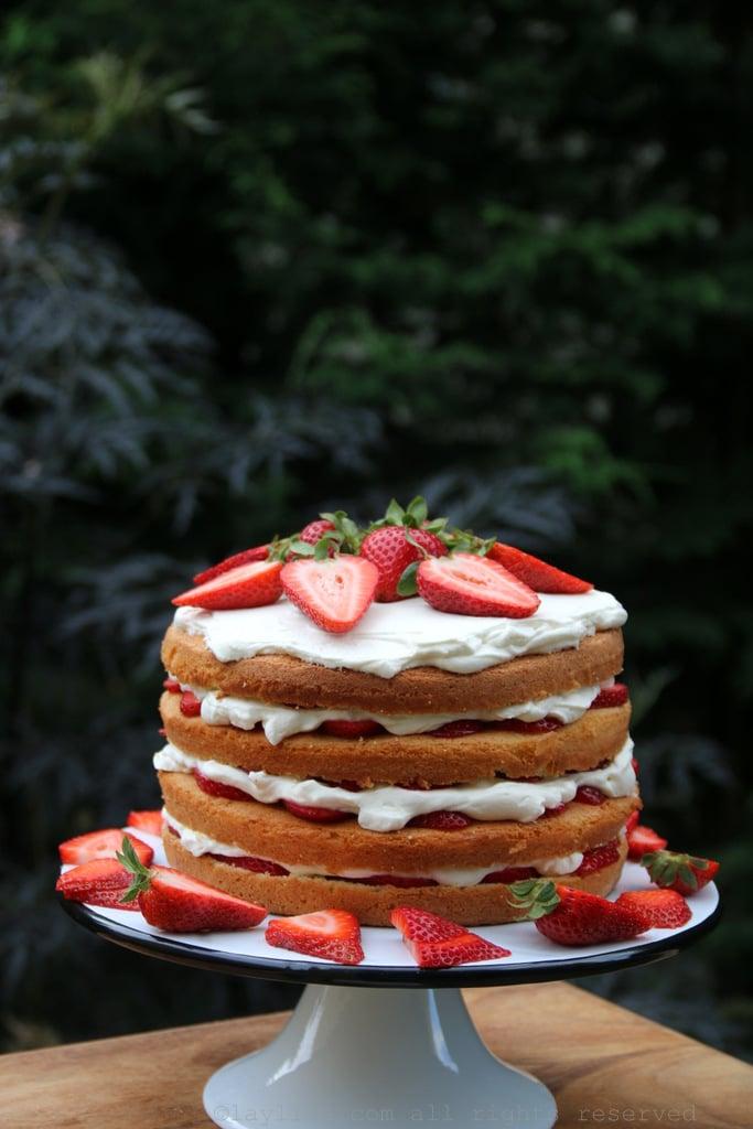 高高的草莓奶油蛋糕
