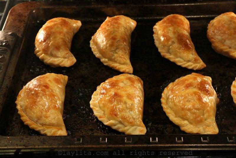 烘烤小馅饼约20分钟或直到呈金黄色