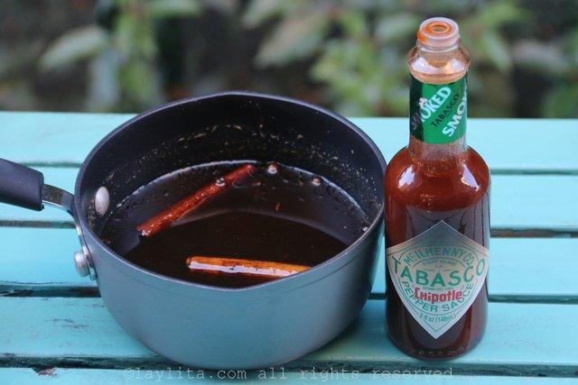 将塔巴斯科烟熏绿墨西哥辣酱添加到甜浆中,带来一股香辣味