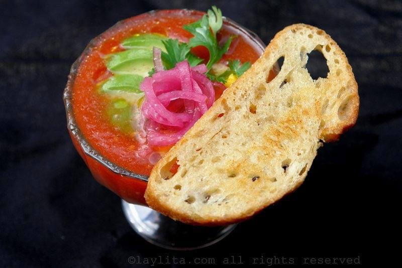 番茄冻汤配蒜蓉面包