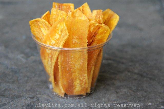 绿色芭蕉片是柠汁腌金枪鱼的主要成分