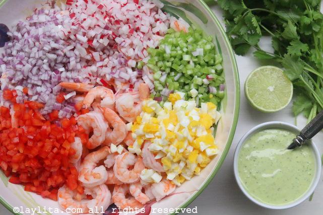虾沙拉配香菜蛋黄酱的材料