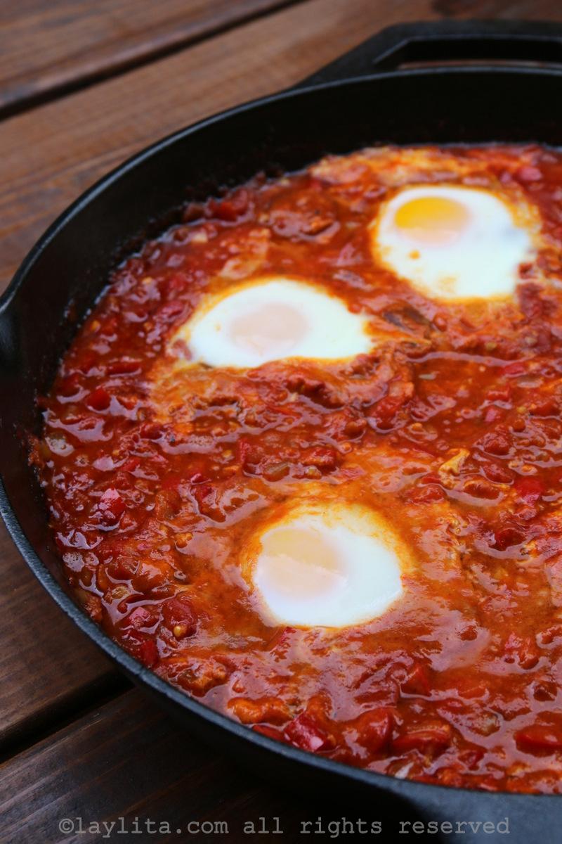 北非蛋或蛋渗入辣番茄酱